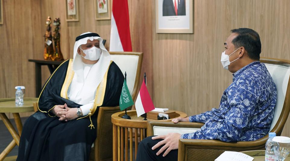 Menteri Perdagangan RI, Muhammad Lutfi menerima kunjungan Duta Besar Arab Saudi Jakarta, Esam A. Abid Althagafi di Kantor Kementerian Perdagangan, Jakarta
