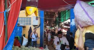 ilustrasi : Situasi di Pasar Induk Kramat Jati Jakarta di hari kedua diberlakukannya PPKM Darurat, Minggu (4/7/2021)