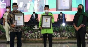 Rektor UIN Walisongo dan perwakilan MURI Semarang, Ari Andriani