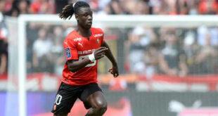 Eduardo Camavinga saat bermain untuk Rennes dalam pertandingan Liga Prancis lawan RC Lens di Roazhon Park Stadium,