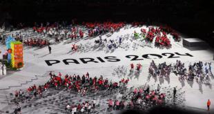 """Mural bertuliskan """"Paris 2024"""" mewarnai penutupan Paralimpiade Tokyo 2020 di Olympic Stadium, Tokyo, Jepang (5/9/2021)."""