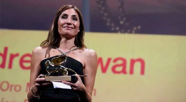 Upacara Penghargaan Venesia Italia 11 September 2021 Sutradara Audrey Diwan menerima penghargaan Singa Emas untuk Film Terbaik