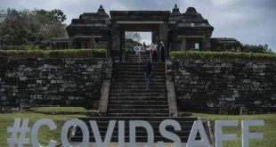 Dokumentasi- Wisatawan mengunjungi Kompleks Taman Wisata Candi Keraton Ratu Boko di Prambanan, Sleman, DI Yogyakarta, Jumat (3/7/2020).